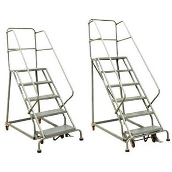 Stocky Platform Ladder With Wheel Rolling Ladder